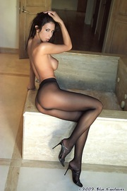 Linda Oneil In Black Pantyhose-02