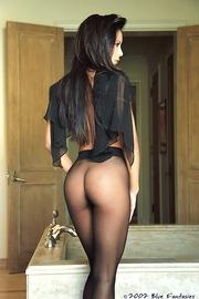 Linda Oneil In Black Pantyhose-03