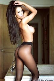 Linda Oneil In Black Pantyhose-04