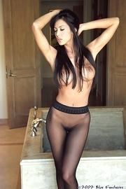 Linda Oneil In Black Pantyhose-09