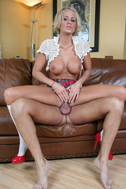 Brooke Belle and her wet pussy-06