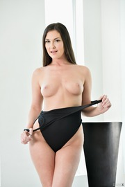Brittany Shae Round Ass-05