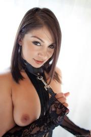 Lea Lexis-02