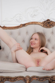 Blonde darling Lola Chic looks elegantly sexy -12
