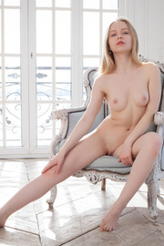 Blonde darling Lola Chic looks elegantly sexy -16