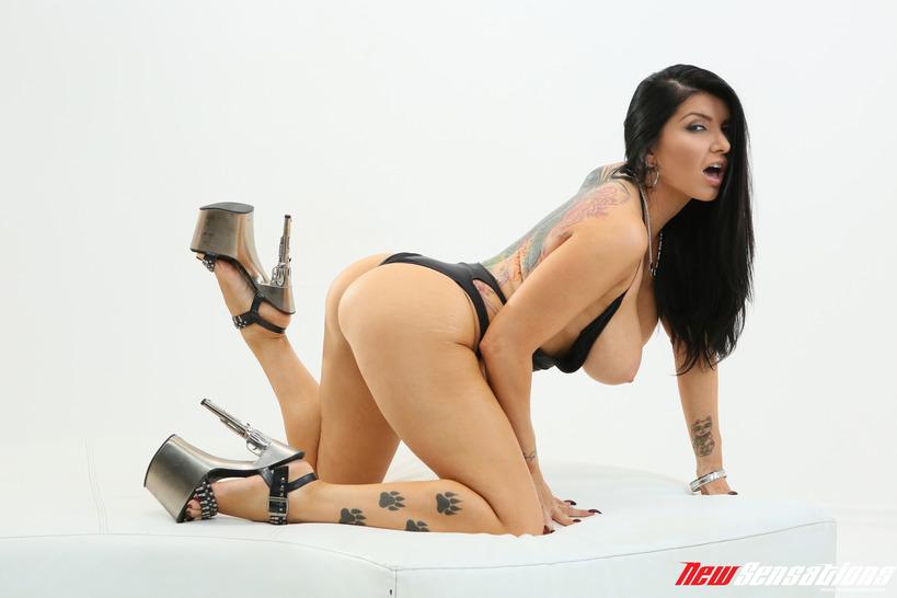 Sexy Busty Romi Rain 08