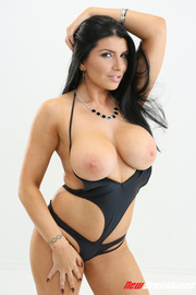 Sexy Busty Romi Rain-01