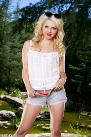 Young Blonde Chloe Lynn-00