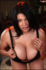 Latina Busty Pinup Girl -06