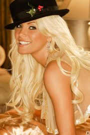 Crystal Harris Showing Off Her Gorgeous Body-09