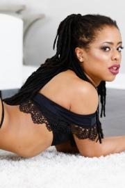 Kira Noir Dirty Ebony Slut Gives A Hot Blowjob-04