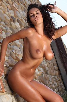 Ela Savanas Busty Latina
