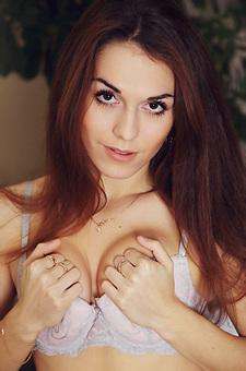 Brunette Eva Kane