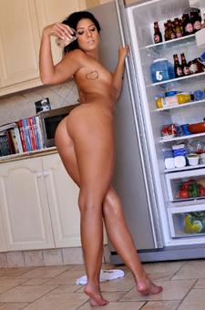Cara Shows Her Round Ass