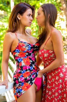 Abigail Mac And Vanessa Veracruz Licking Vagina