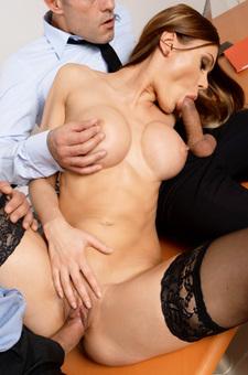 Sexy Secretary Kitana Lure