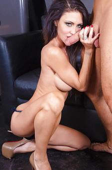 Jessica Jaymes Gets Dirty With Her Friend