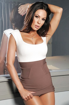 Kirsten Price Revealing Her Shapely Body