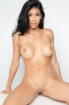 Latina Milf Babe Heather Vahn Strips In The Studio