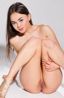 Adorable Teen Li Moon