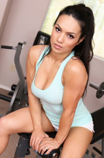 Fitness Babe Tia Shows Off Her Round
